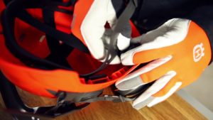 Jak nastavit štít u ochranné helmy